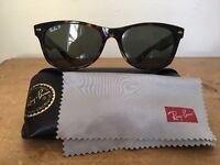 Ray-Ban Wayfarer sunglasses. Tortoise design.