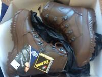 Men's army boots size 9