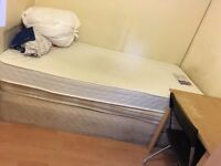 BRIGHT SINGLE ROOM TO LET @ E16 3DZ BILLS INCLUSIVE EXCELLENT LOCATION AVAILABLE NOW 5 MIN WALK DLR!