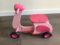 Ride on toy scooter
