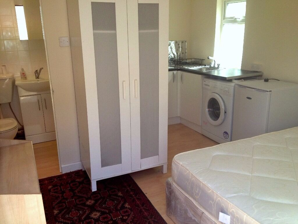 BEAUTIFUL STUDIO FOR SINGLE PROFESSIONAL IN HOUNSLOW CENTRAL