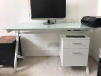 Desk - Tempered glass - floating shelf