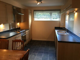 Modern, spacious, ground floor, 2 bedroom flat near city centre and colllege for rent, £625 pcm.