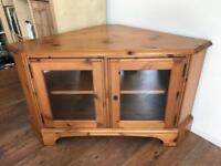 Pine Corner TV Table