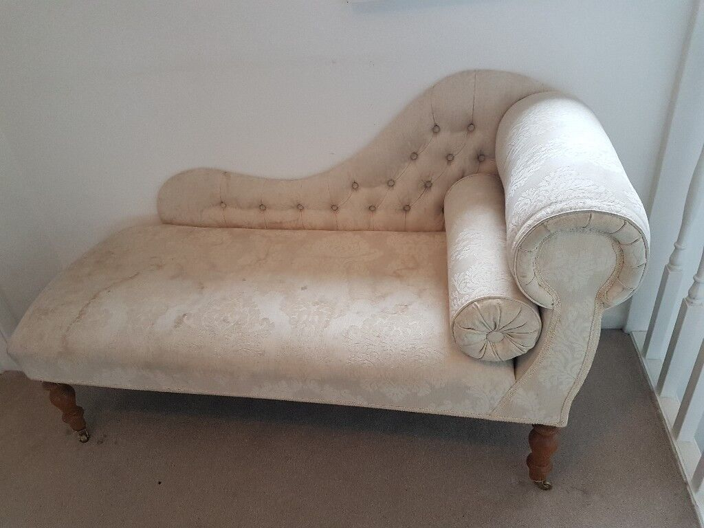 Vintage Style Chaise Longue In Cream With Light Wooden Legs On Castors