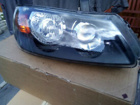 Nissan Almera Mk.2 (N16) Offside Headlamp Unit Complete With Bulbs