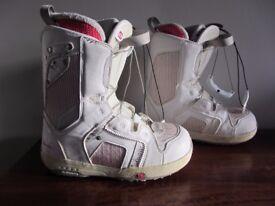 Solomon womens 5 1/2 snowboard boots