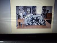 SINGLE DUVET SET: 'ANAIS' BLACK & WHITE ROSES DESIGN.