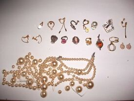 APPROX 18 EARINGS & LOTS OF PEARLS ONLY £15,