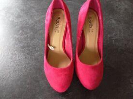 New & unworn Dark Pink/Raspberry hidden platform suede shoes size 5