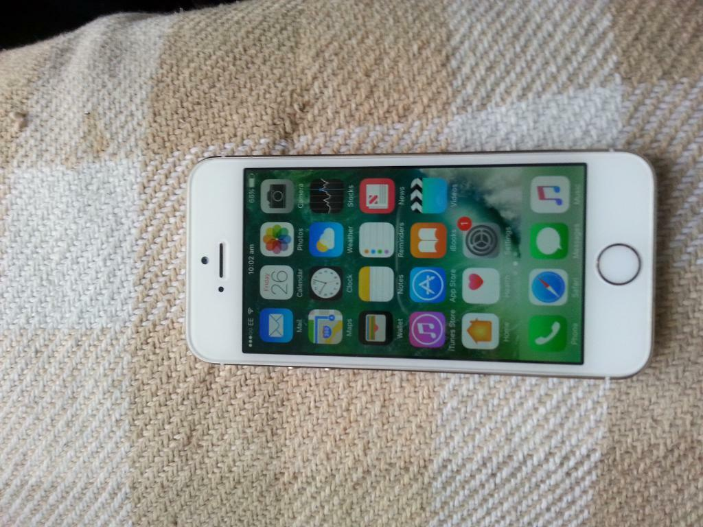 iphone 5s 16gb whitein Tower Hamlets, LondonGumtree - Iphone 5s 16gb white on EE T mobile&orange usual wear and tear comes wiyh cable and phone call me if interested