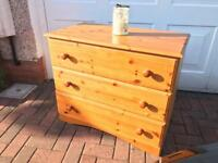 Pine chest of drawers / excellent condition