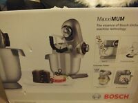 (New and reduced) Bosch MUMXL10TGB MaxxiMUM Kitchen Machine / Mixer, 1600 W - 5.4 L, Titanium Silver