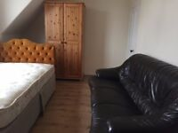 lovely room in 3 bed house near uni