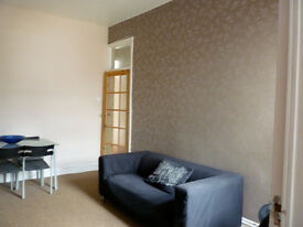Double bedroom to let in recently fully refurbished 3 double bedroom upper flat