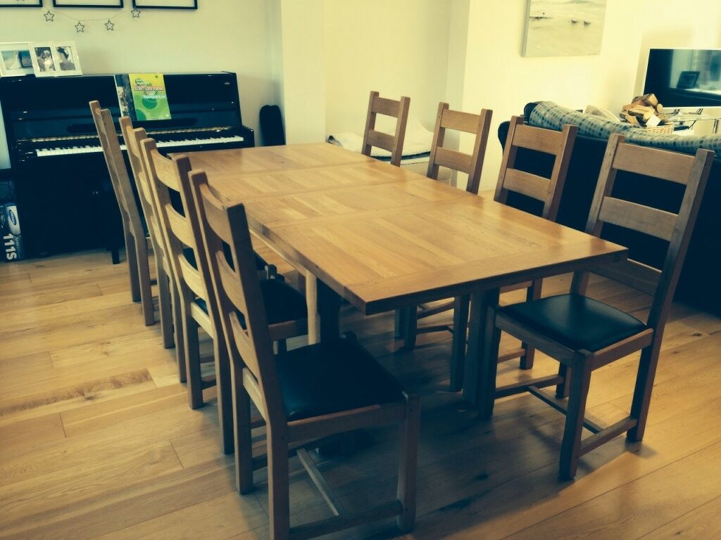 solid oak extending dining table and 8 chairs in swansea gumtree