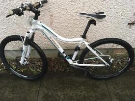 "Trek Women's Skye SL Mountain Bike 16"""
