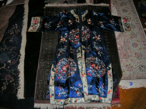 HOLIDAY SALE! BEAUTIFUL VINTAGE/ ANTIQUE EMBROIDERED CHINESE SILK ROBE