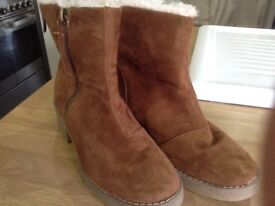 Tan ankle boots fur lining size 5