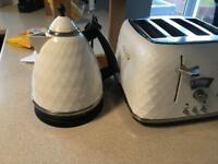 Delonghi kettle and toaster