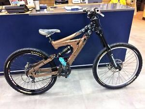 Vélo de descente BRODIE DEVO DH cadre small  ***Excellente Condition***  #F020491