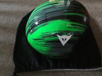 ski helmet. Dainese GT carbon ski helmet, size 58 (M), green and black. Warehouse clearance.