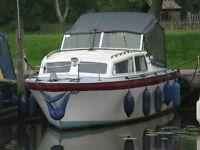 2/4 berth cabin boat