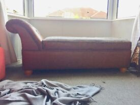 Ottoman Chaise Longue with storage