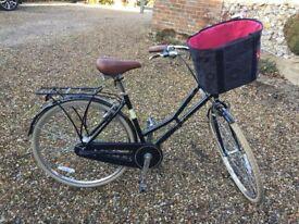 Ideal Christmas present! As new Victoria Pendleton Ashwell Hybrid ladies bike