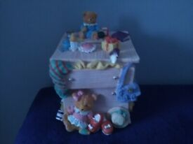 """NEW KID""""S WOODEN TOY BANK (BOXED & BUBBLE WRAPPED)."""
