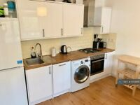 4 bedroom flat in Sovereign House, London, E1 (4 bed) (#850895)