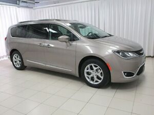 2018 Chrysler Pacifica LOW MILEAGE!! TOURING 4+ 7PASS w/ BEAUTIF