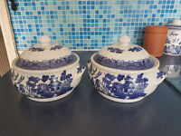 Willow pattern serving dishes