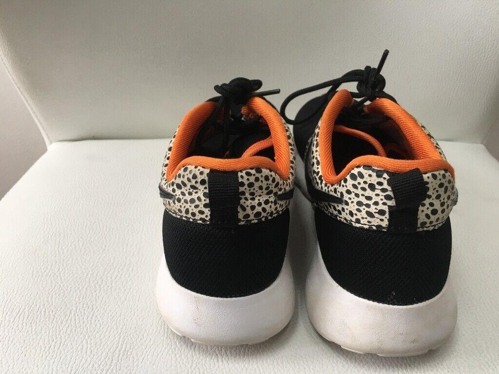 dddd5ec659296 NIKE Roshe One Safari GS Running Trainers 820339 Black Clay - Size 4 UK Pre- Owned - £10.00