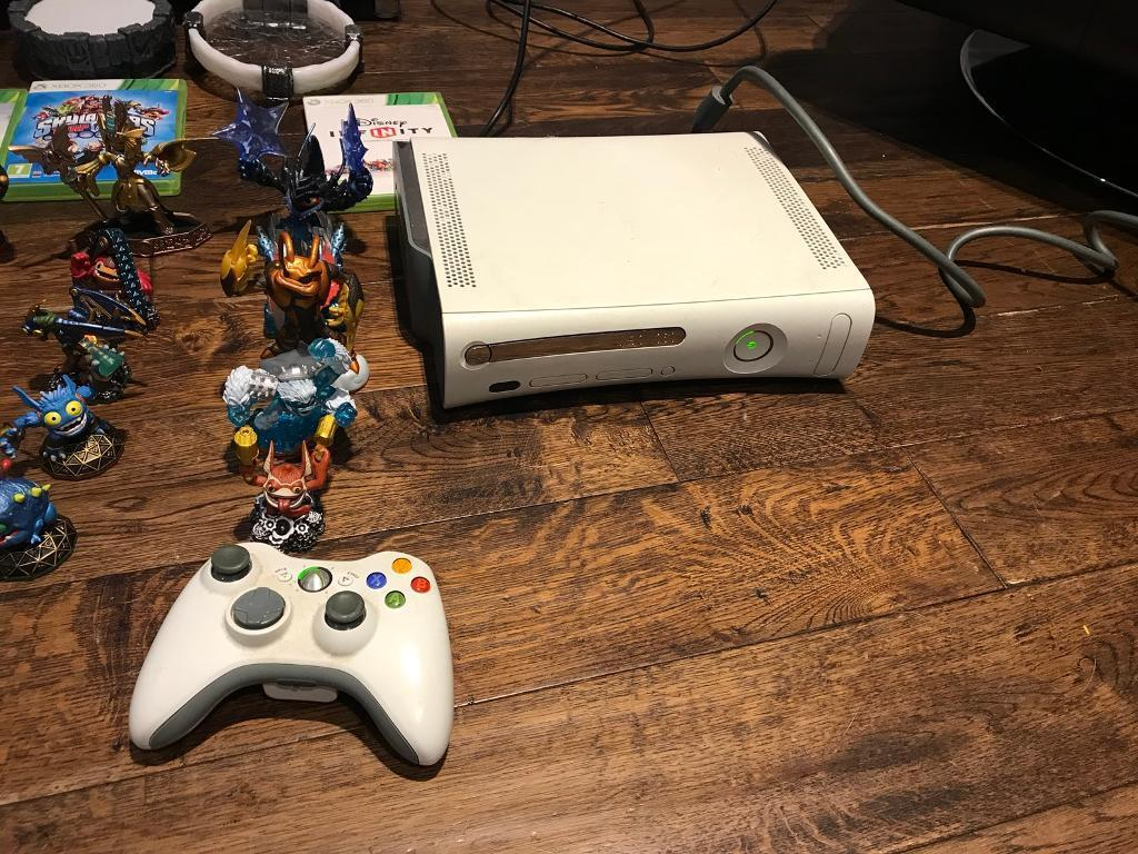 Skylanders Xbox 360 console Bundle figures