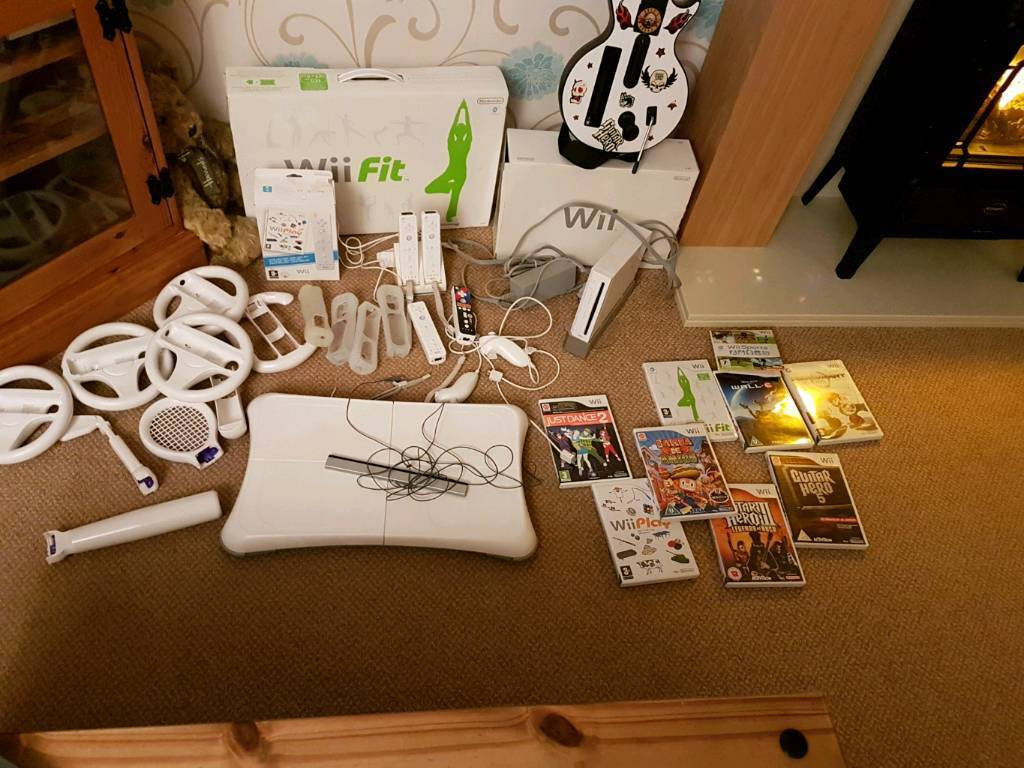 Wii. Wii fit. Guitar hero 4 x controllers