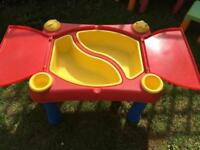 Children's outdoor sand/water play table