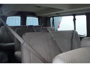 2015 GMC Savana LT 15 Passenger, 6.0L V8, 19,376 KMs, Rear A/C Edmonton Edmonton Area image 12