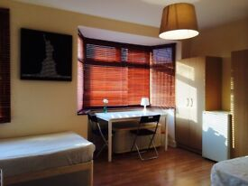 HUGE BRAND NEW TWIN/DOUBLE ROOM, 5 MNTS WALK CUSTOM HOUSE, 10 MNTS CANNING TOWN, SPANISH SPOKEN, R07