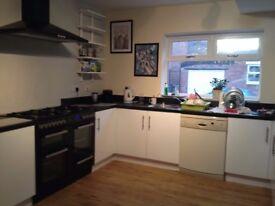 happy friendly house seeking housemate £350pcm all inc