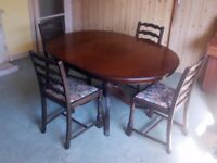 Dining Table in very good condition
