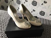 Wedding shoes ivory size 4 satin £20