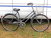 TRADITIONAL LADIES TOWN BIKE SINGLE SPEED FRONT DETACHABLE BASKET SERVICED