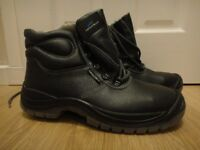 Steel toe cap safety work boots sizes 8 and 9 all new £25 a pair