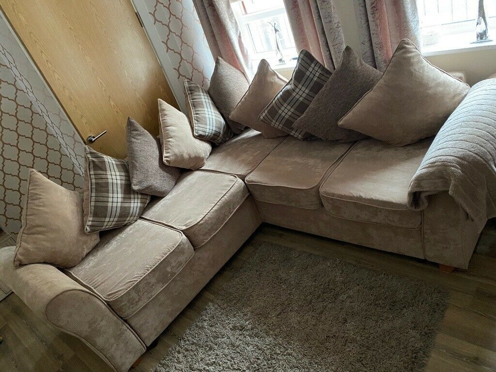 Cream corner sofa | in Neath, Neath Port Talbot | Gumtree