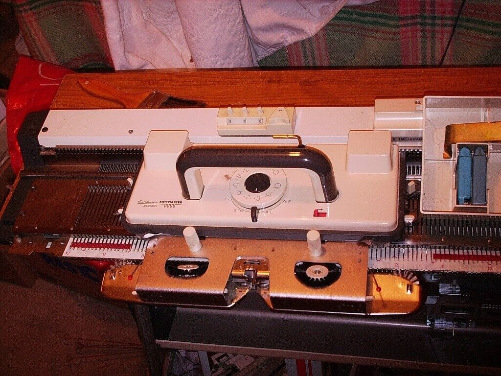 PRICE REDUCED - Empisal Knitmaster 600k 24stitch punch card knitting ...