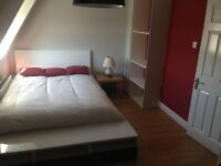 Double bed to rent near East Putney tube station All Bills included