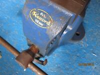 Record 4 1/4 inch (110 mm) Number 23 Vice with quick release.Used but in good working order