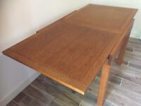 Lovely Modern Contemporary Solid Oak Extending Dining Table, Excellent Condition