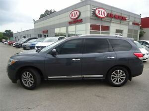 2014 Nissan Pathfinder SL / NAV / LEATHER / AWD Cambridge Kitchener Area image 2